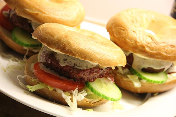 Bagel Brie burger